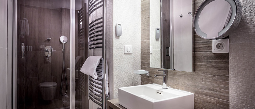 France_Serre-Chevalier_Grand_aigle-shower-room.jpg
